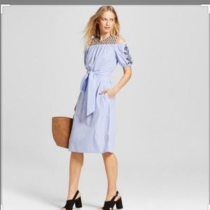 Embroidered Belted dress, like new!